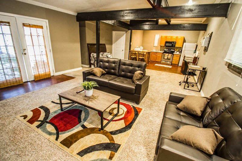 Florida St #B Near Downtown with all amenities, holiday rental in Elmendorf