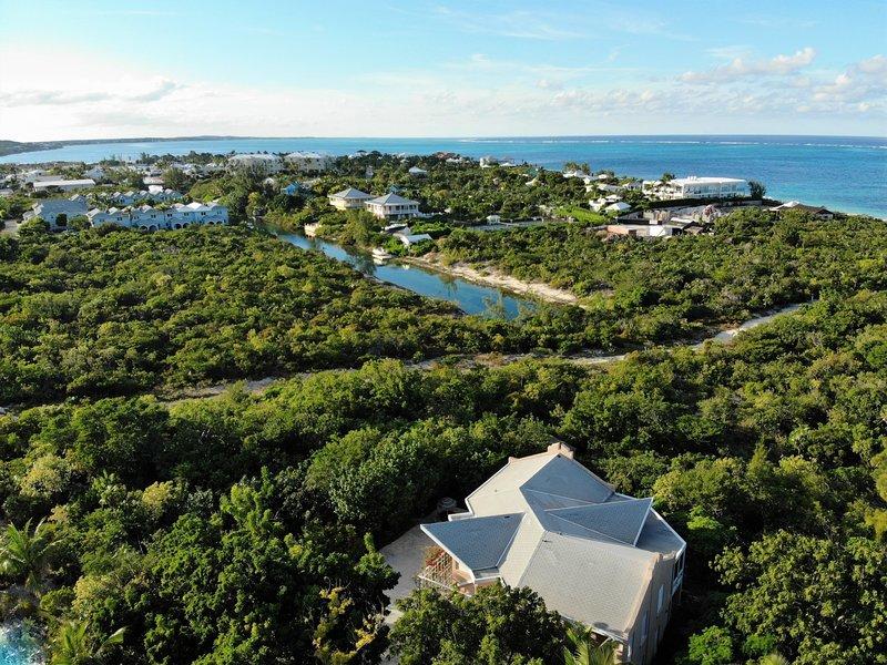 From Coral Villa towards the marina