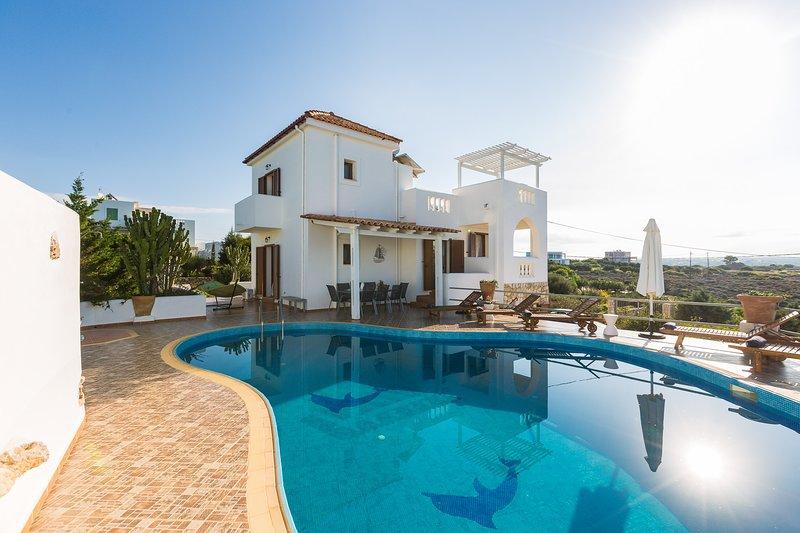 Villa Aliki, Sea front villa next to beaches with sea views, holiday rental in Akrotiri
