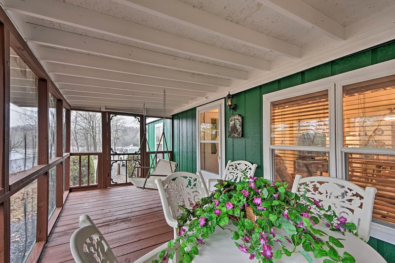 'Brady's Fish Camp' in Hiawassee Area w/ Boat Dock, vacation rental in Young Harris