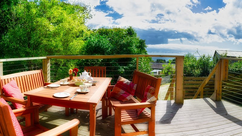 Beautiful chalet overlooking stunning Mounts Bay, private garden and parking, holiday rental in Penzance