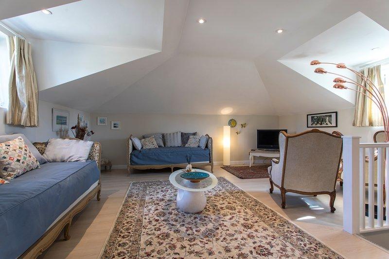 Beautiful, stylish apartment - village near Bath, location de vacances à Trowbridge