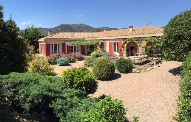 Spacious Family House in the foothills of Pyrenees with Pool and Large Garden, vacation rental in Vinca