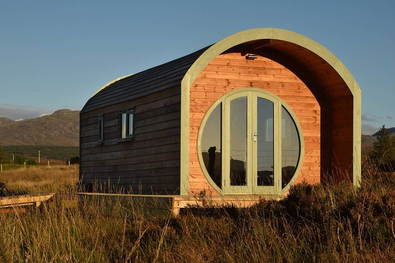 The Hobbit House - Luxury glamping on the Isle of Skye, vacation rental in Drumbuie