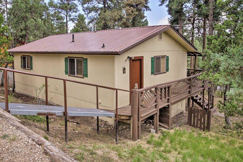 Cozy Ruidoso Ski Cabin w/ Covered Deck & Fireplace, vacation rental in Ruidoso