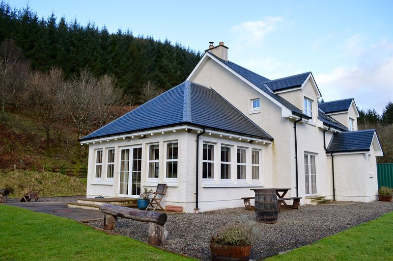 Feochan Bheag - Stunning Holiday House in Oban. Comfortably sleeps 10., holiday rental in Taynuilt