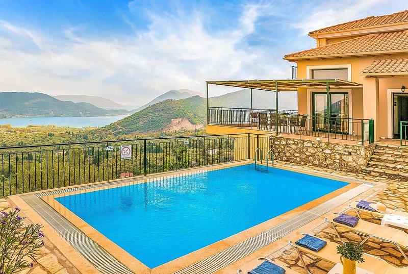 Fantastic sea views close to village teverna., casa vacanza a Vafkeri