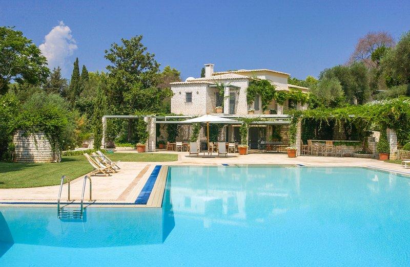 Kanali Villa Sleeps 18 with Pool and Air Con - 5364712, location de vacances à Kanoni
