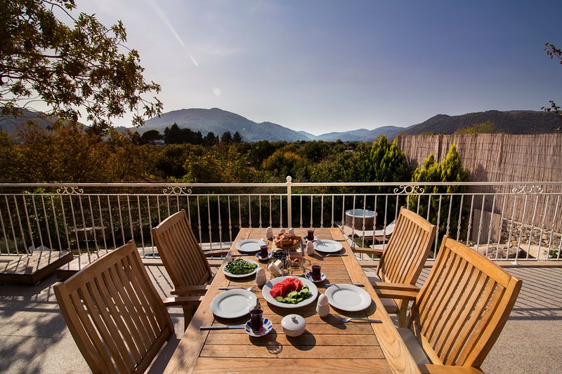 Keciler Villa Sleeps 6 with Pool and Air Con - 5702423, casa vacanza a Kayaköy