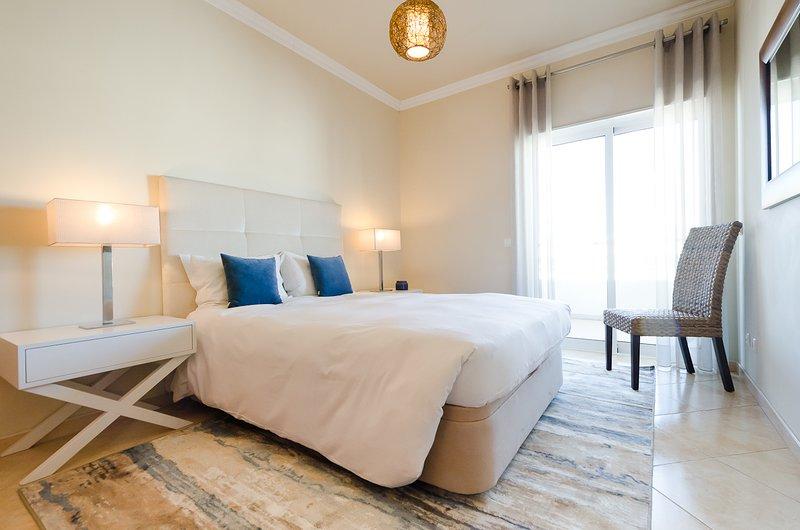 Casa Amar - 1 Bed apt with pool near the beach, location de vacances à Praia da Rocha