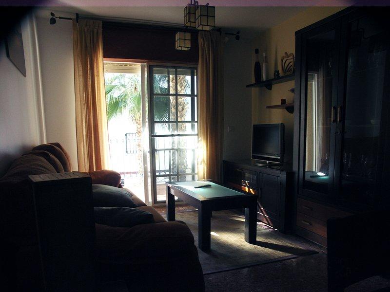 Apartamento ideal para parejas, con muy buena ubicación, holiday rental in Salobrena