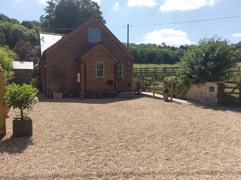 Semi Rural Eco Cottage in Streatley Nr. Reading adjacent National Trust Land, location de vacances à Hampstead Norreys