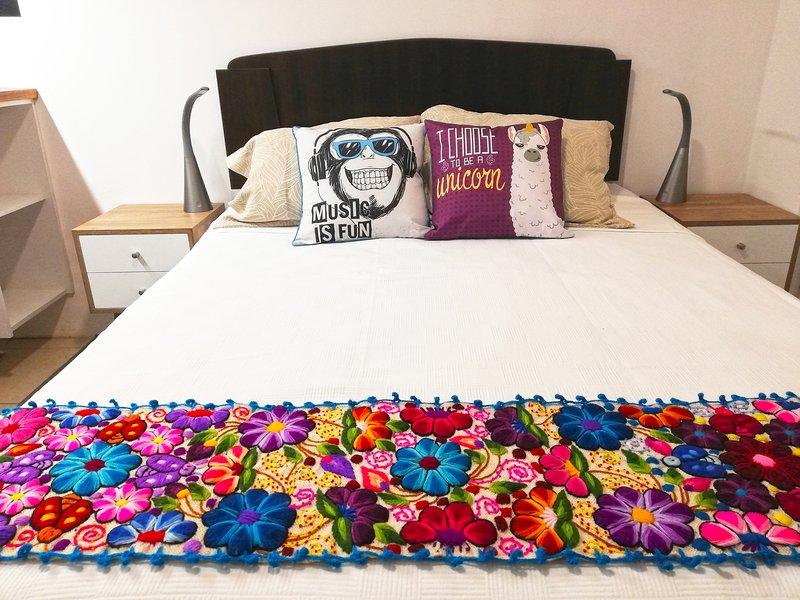 Unique Designer Barranco studio apartment w/ Netflix, aluguéis de temporada em Santiago de Surco