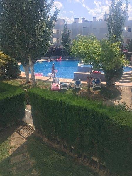 Idyllic Apartment | Desirable location | Private Shared Pool | 2 mins to beach, aluguéis de temporada em Formentor