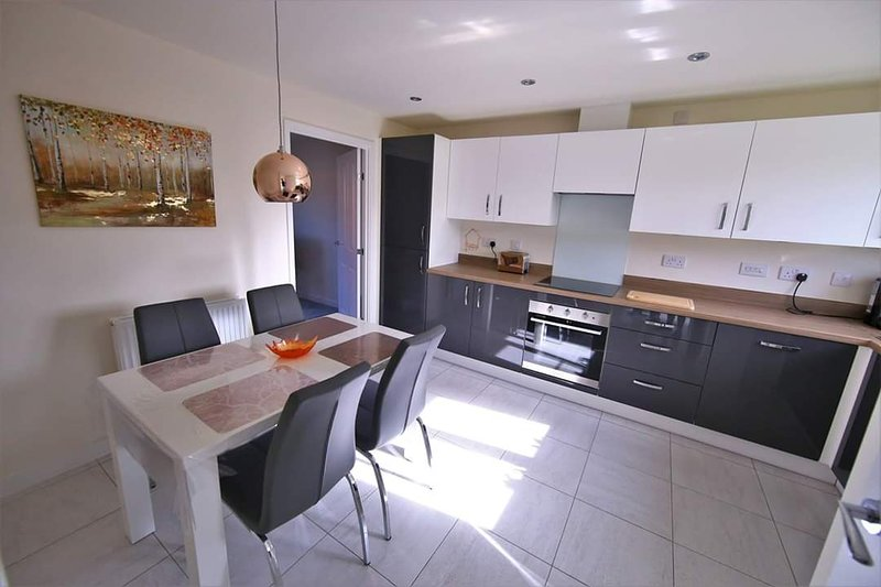 Modern and beautiful house with Medow view, casa vacanza a Ravenshead