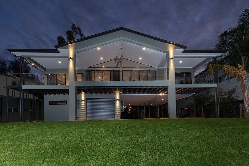 Luxury Riverfront Family Retreat, Brenda Park, holiday rental in Blanchetown