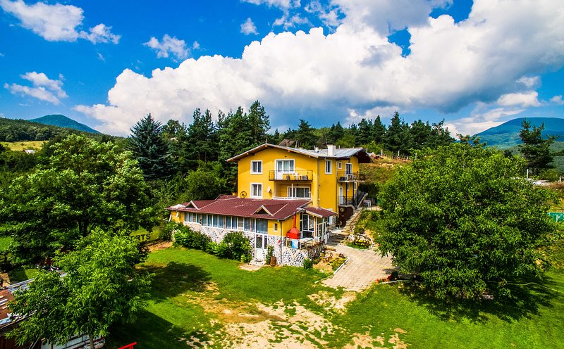 Secluded Villa Suite Overlooking The Rhodopes, holiday rental in Batak