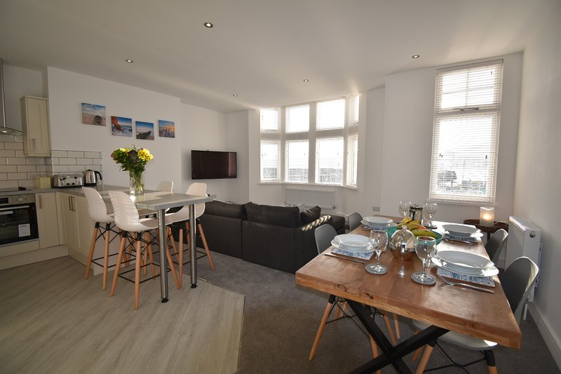 Quay View Apartment with harbour views and beach within a five minute walk, location de vacances à Scarborough