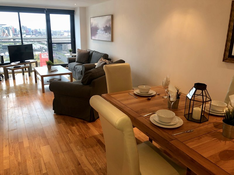 Glasgow Heights - Stunning River and City Views, holiday rental in Giffnock