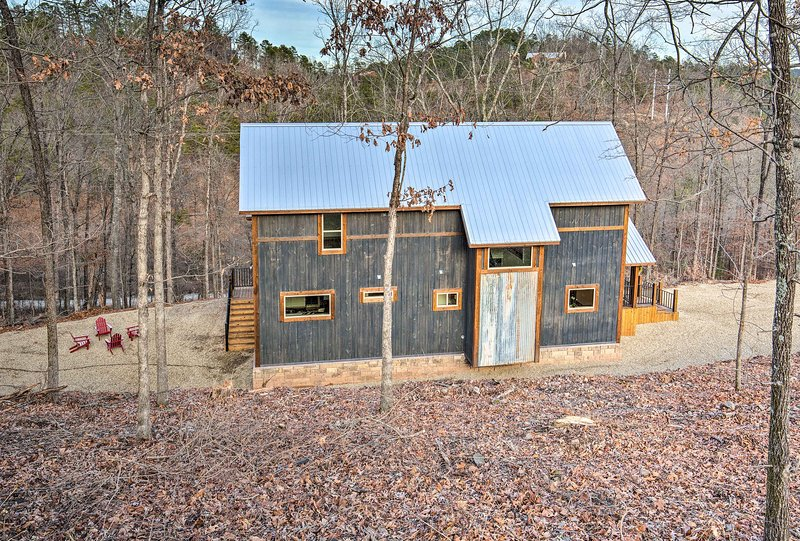 Fall in love with the Broken Bow area from this impressive cabin.