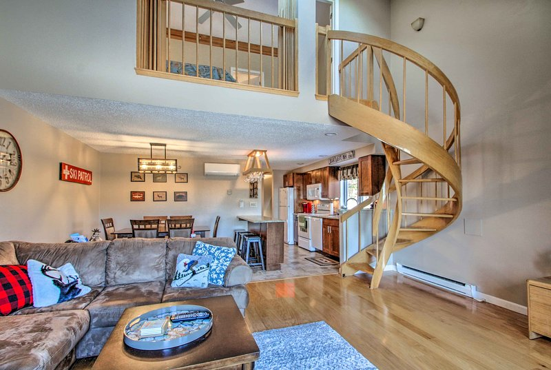 Ski Condo w/ Pool - Mins to Story Land & Attitash!, Ferienwohnung in Hart's Location