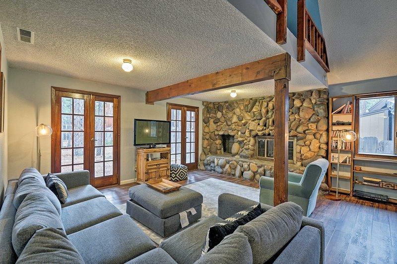 Commencez la Californie dreamin 'lorsque vous arrivez dans cette magnifique maison 4-BR-2-BA.