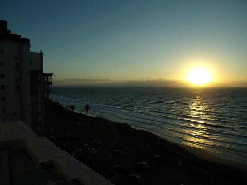 Kosher apartment with balcony and sea view, location de vacances à Or Akiva