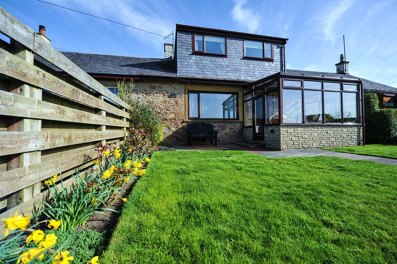 The Smithy Seaside Holiday Cottage, Maidens, South Ayrshire, vacation rental in Kildonan