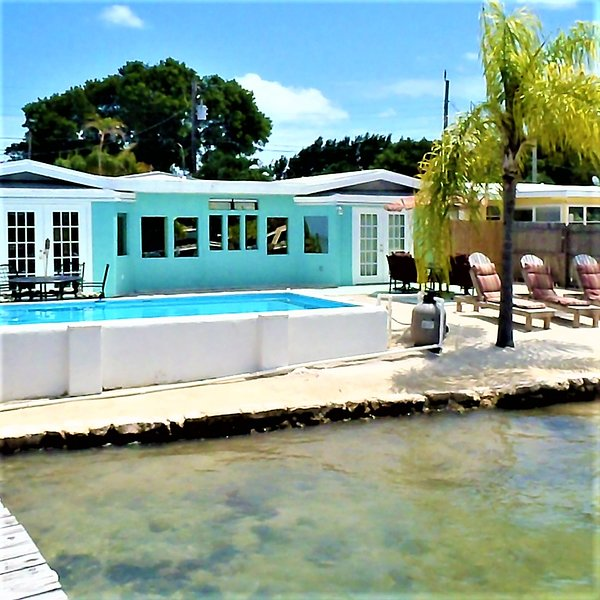 Gulf View Place W/ Dock, Pool, Kayaks, Sandy Shore UPDATED