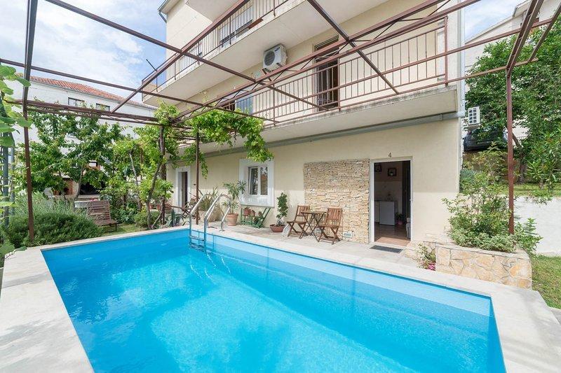 Apartments Kegalj 4, holiday rental in Podstrana