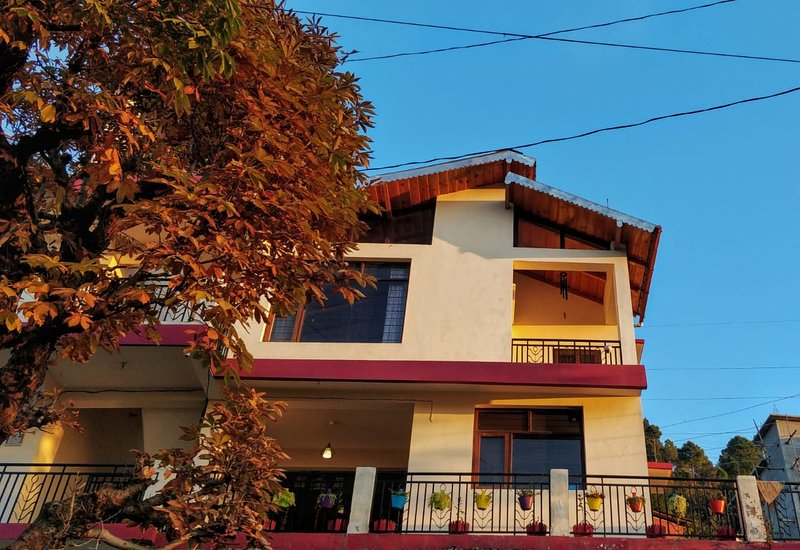 Meraki - Entire 3BHK Villa with Himalayan Views, vacation rental in Almora District