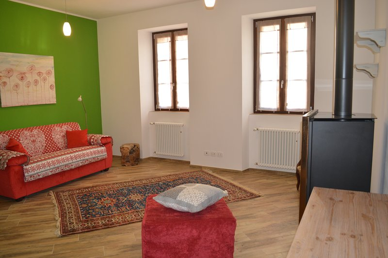 Parravicini Red Flower Holiday apartment Tirano, vacation rental in Teglio