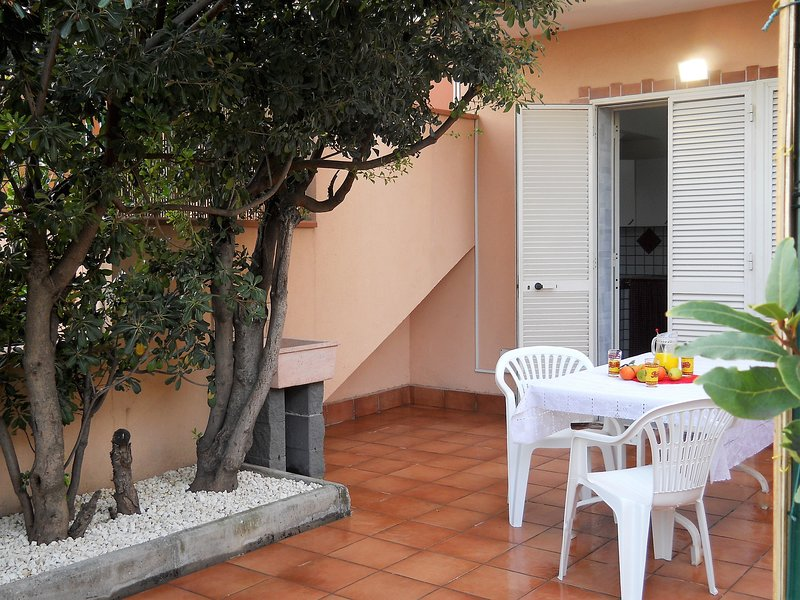 CASA FRONTE MARE, vacation rental in Santa Teresa di Riva