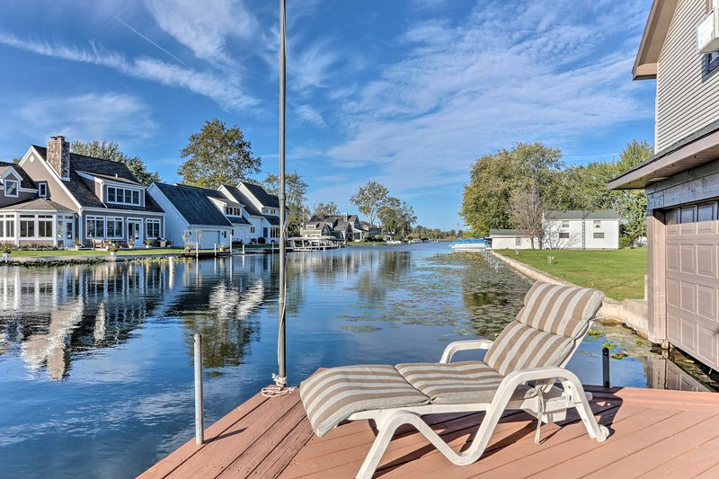 Waterfront Syracuse Home w/Deck, Fire Pit & Kayaks, alquiler vacacional en Warsaw