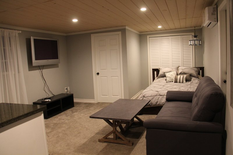 Cute Cottage, Walk to the Studios, Pool, BBQ, vacation rental in Burbank
