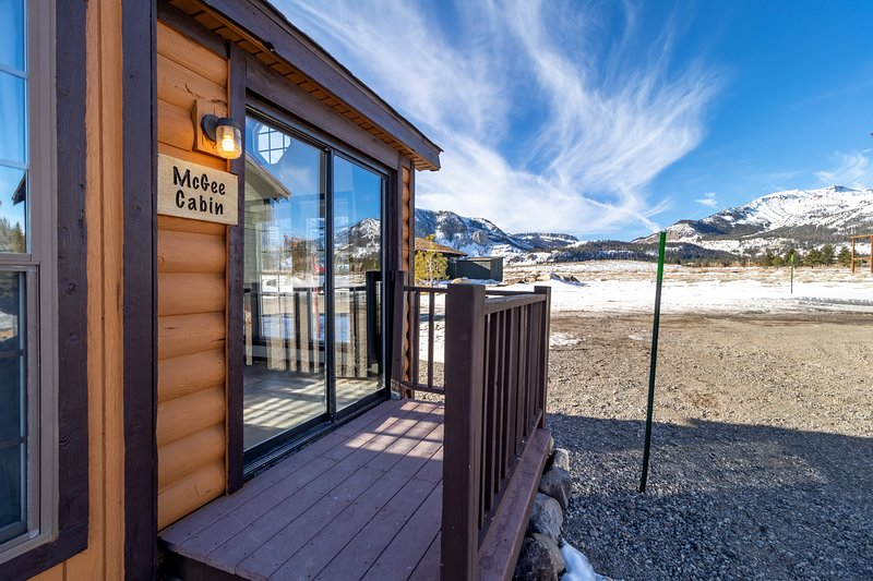 McGee Cabin at Sierra Meadows Ranch in Mammoth Lakes, holiday rental in Mammoth Lakes