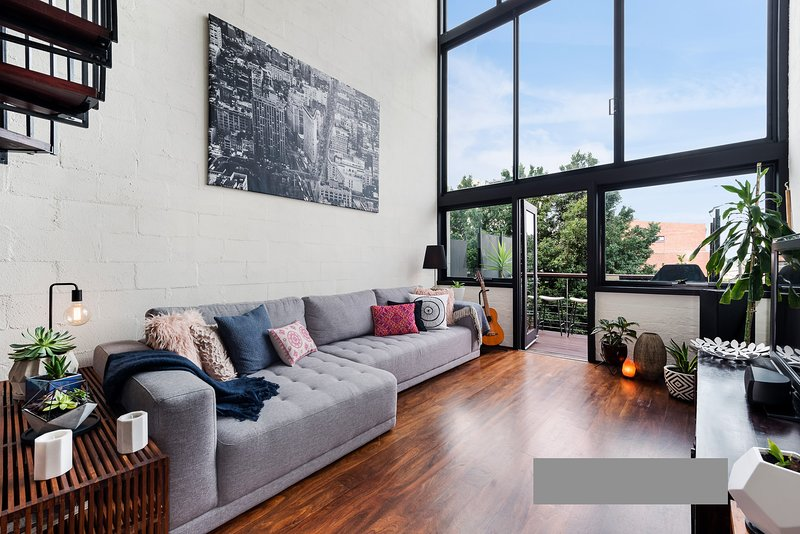 3 Level Loft with Views close to City, vacation rental in Richmond