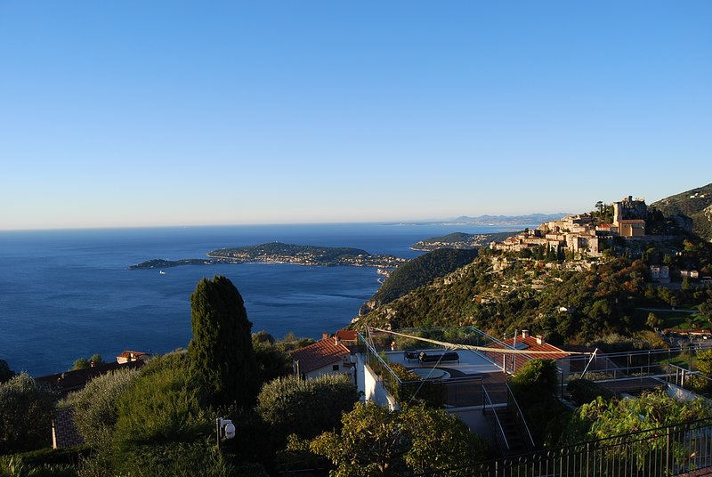 Stunning Penthouse with panoramic views of Eze Village and the French Riviera, holiday rental in Èze
