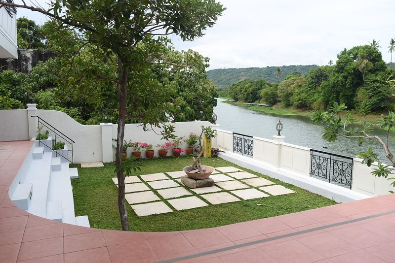 Casa Marina Bed and Breakfast Pagsanjan Family Room for 8 with Breakfast, vacation rental in Laguna Province