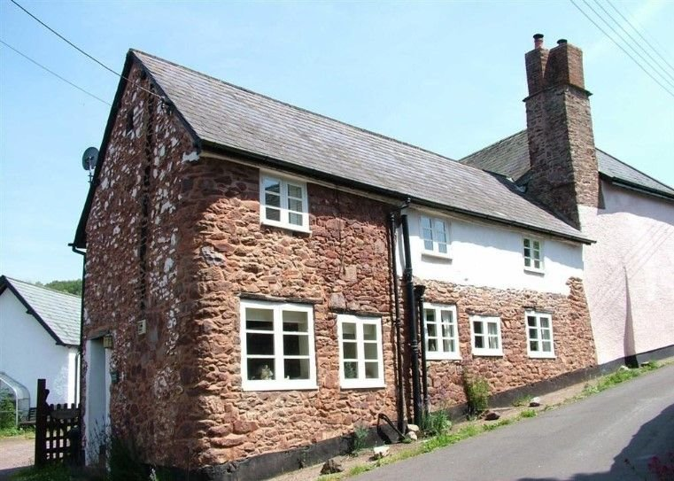 Yew Tree Cottage, Timberscombe - Characterful cottage in Timberscombe, sleeps 4, vacation rental in Luxborough
