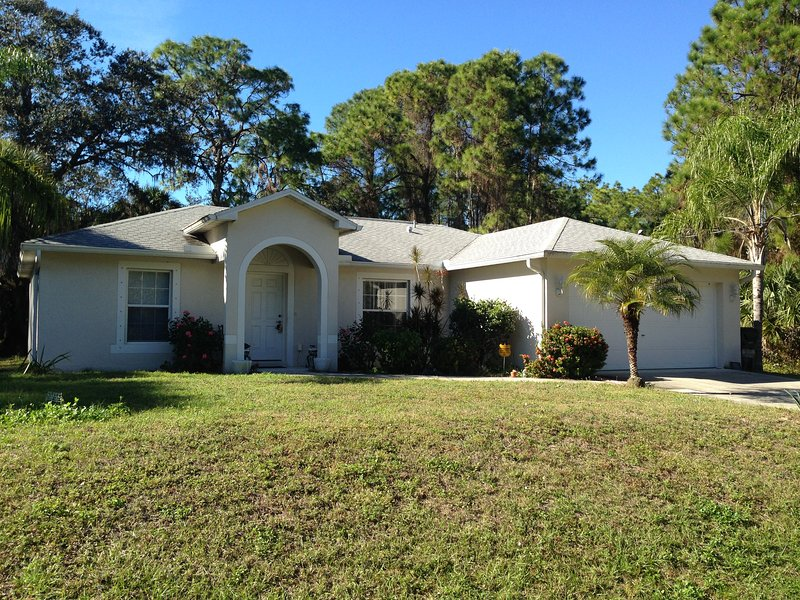 North Port Florida brings to you luxury living in convenient metropolitan city, vacation rental in North Port