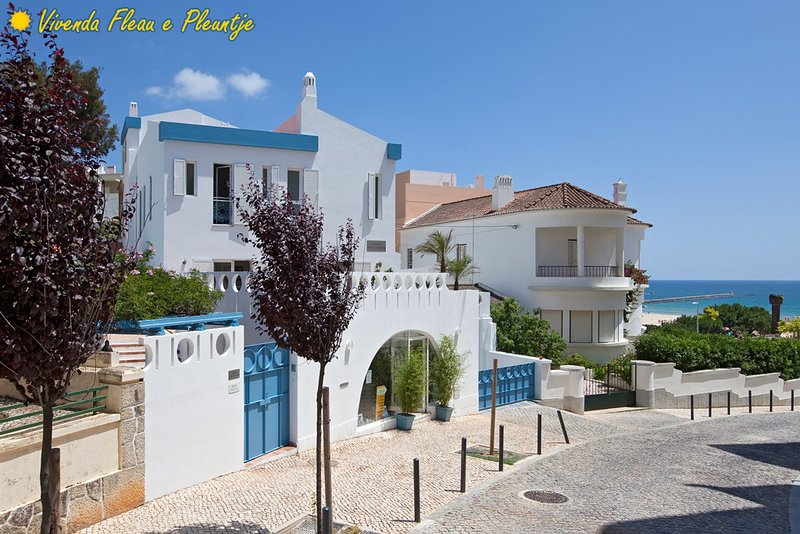 The Blue Villa : 50 m from the beach, next the Ocean, on Praia da Rocha strip, aluguéis de temporada em Praia da Rocha