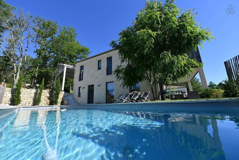 Cosy 3 Bedroom Cottage Golf with AC on the wine tourist routes, holiday rental in Belves-De-Castillon