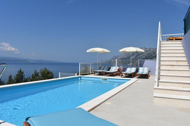 Guest house Vineyard oaza - bedroom for 2 with swimming pool, alquiler de vacaciones en Brela