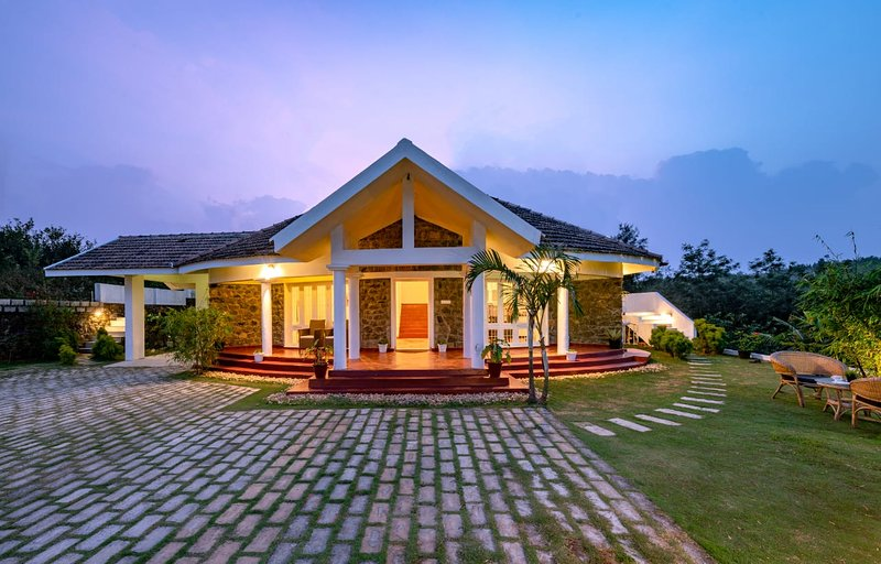 Serenity by Aura Hotels - Thekkady-Kuttikkanam- Vagamon A 2 bed room fully furnished villa.