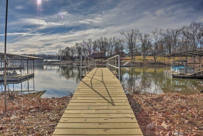 Benton Home w/ Dock & Slip - Walk to KY Lake!, holiday rental in Calvert City