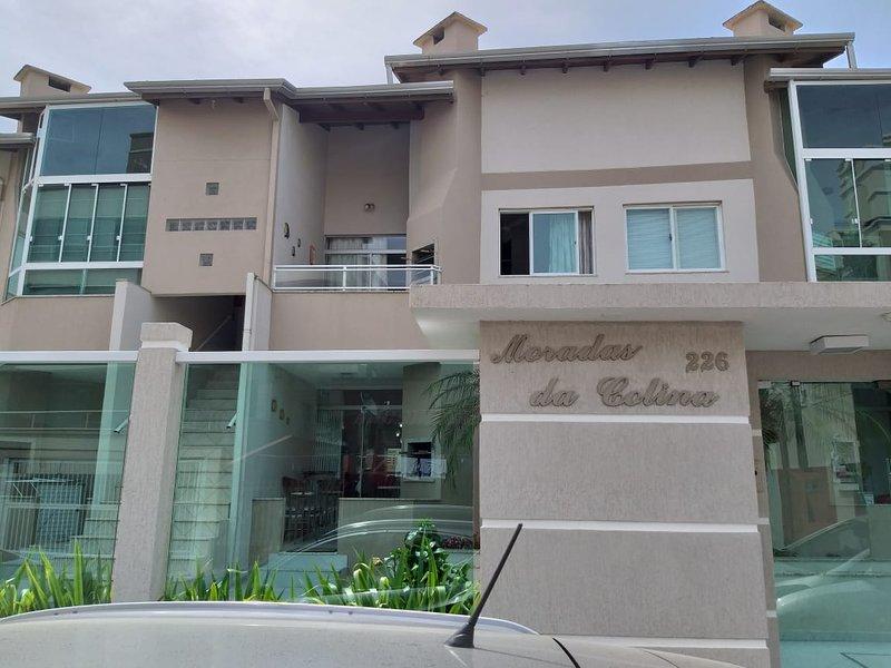 Apartamento em Bombinhas a 120m da praia, holiday rental in Bombinhas