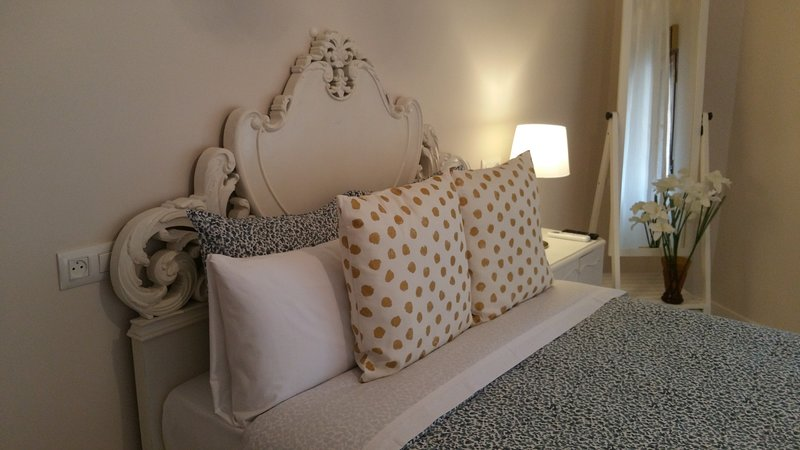Apartamento Deluxe 2 , CASON DEL CORPUS 2 , Go native Toledo, 11 PLAZAS, vacation rental in Olias del Rey