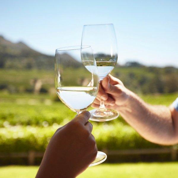"""""""Un verre de bon vin est une créature gracieuse"""" - Sir Walter Scott - Bonnes vacances!"""