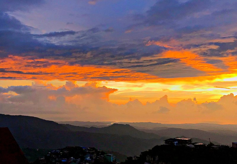 Baguio Vacation House with Amazing Sunset and Mountain View, holiday rental in Cordillera Region